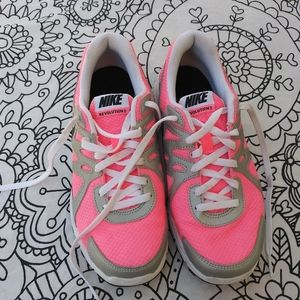 Nike pink and black runners 5Y